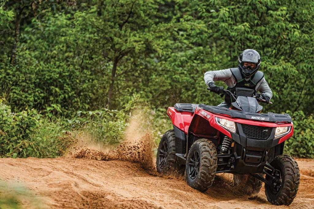 2015-Arctic-Cat-XR-700-XT-Action-03