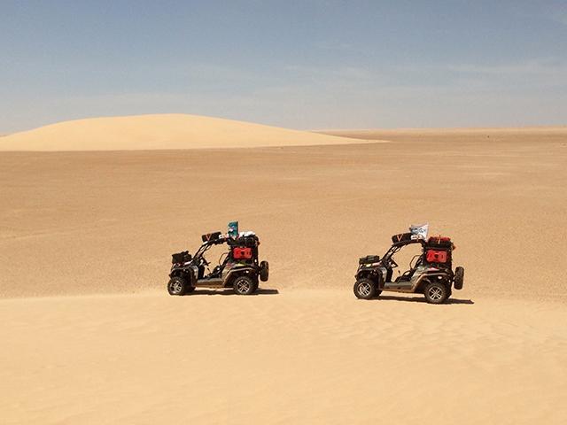 Испытание мотовездеходов в пустыне