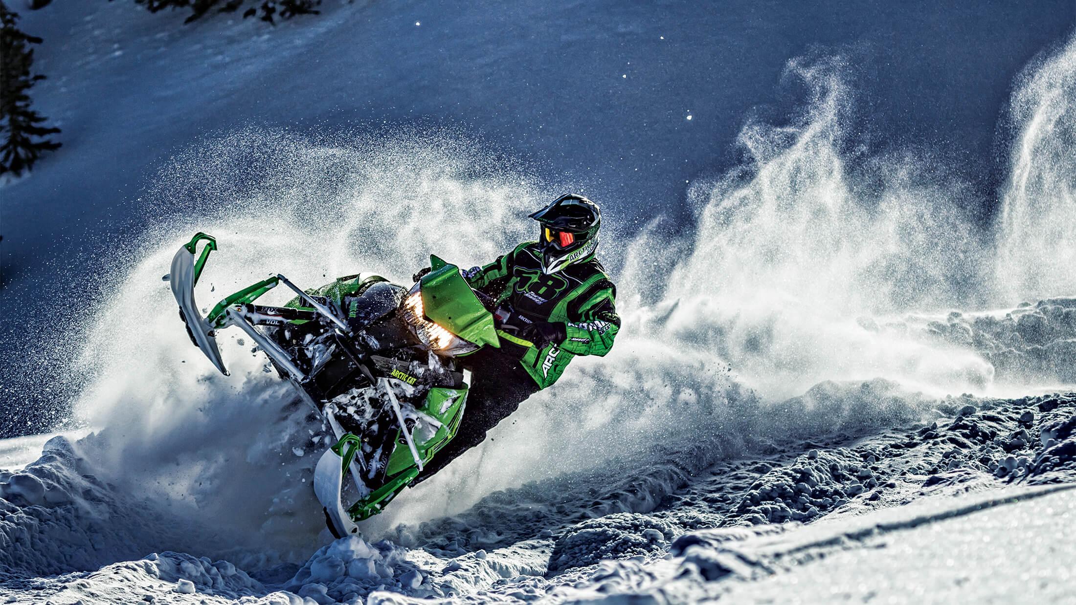 Спортивные снегоходы