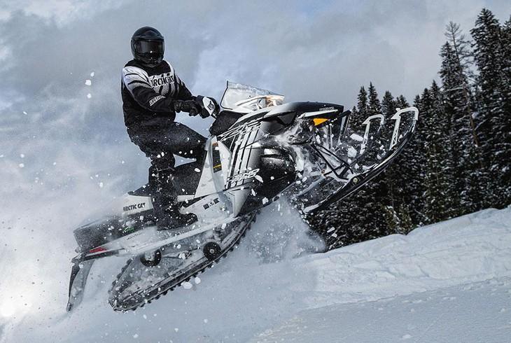 Управление снегоходом на склонах