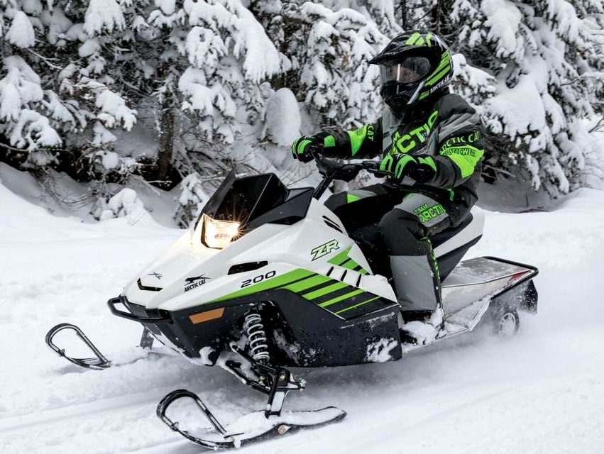 Детские снегоходы на бензине – как выбрать