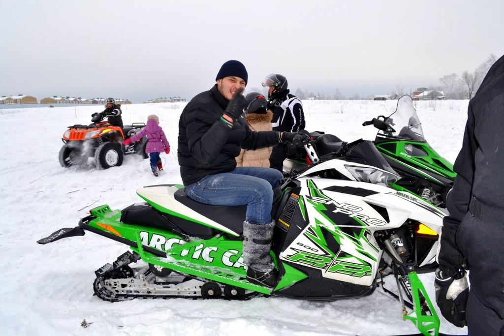 Тест драйв спортивных снегоходов
