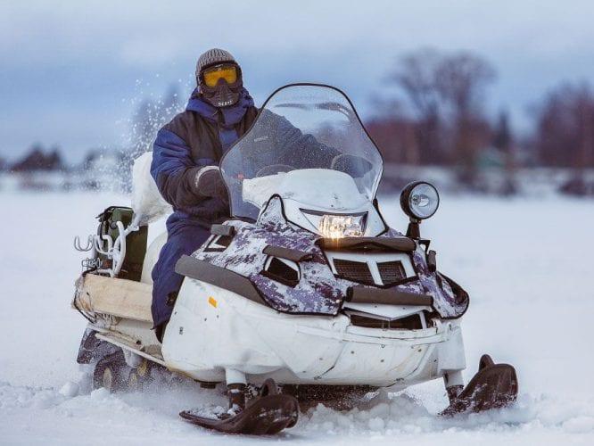 Стекло для снегохода – как выбрать прочное c эффективной защитой от ветра