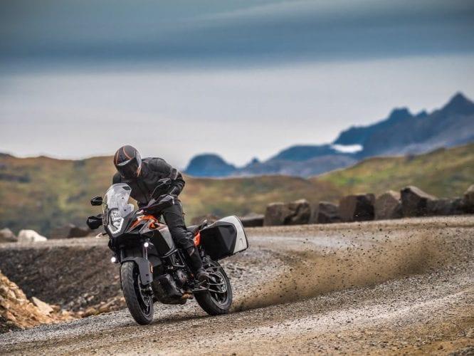 В дороге пригодится: полезные аксессуары для мотоцикла при дальней поездке