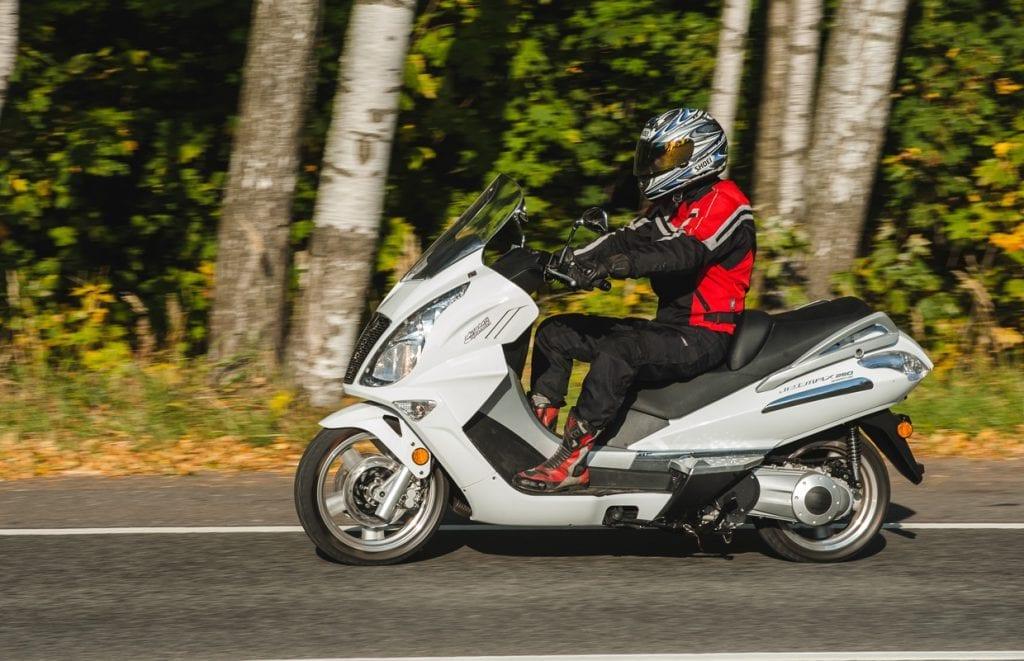 Чем отличается скутер от мотоцикла